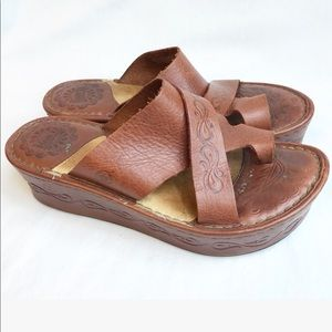 BORN toe ring brown wedge sandals